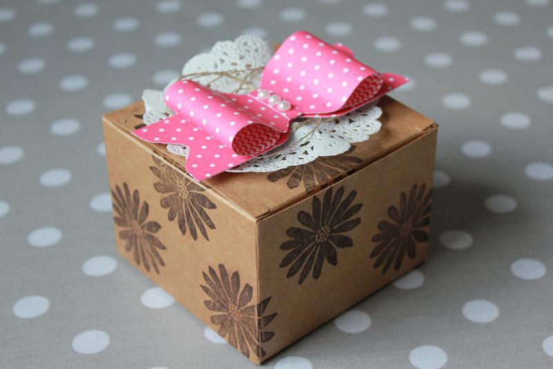 bastelideen wei schleife weihnachten perlen weihnachtskugel pictures to pin on pinterest. Black Bedroom Furniture Sets. Home Design Ideas